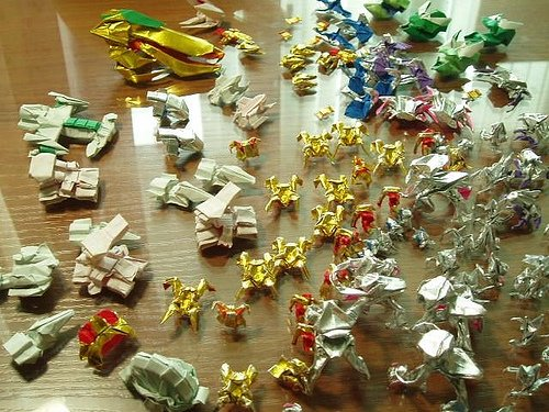 Starcraft battle recreated using Origami… damn zealot rush!
